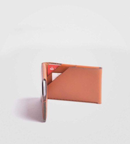 Wingback Card- denarnica v bež barvi